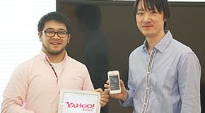 タブレットを持った河元氏とスマホを持った鈴木氏が並んでいる写真