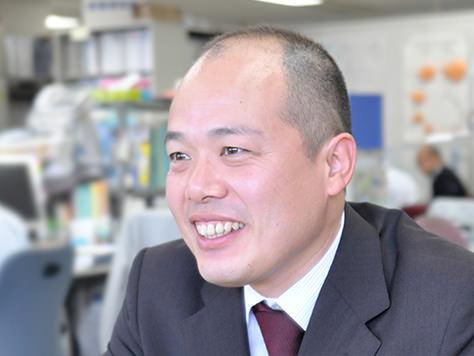笑顔でインタビューに答える林 宏巳 氏の写真