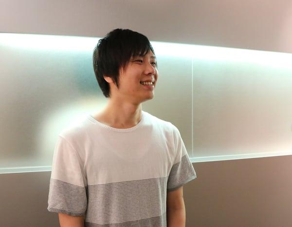 笑顔でインタビューに答える藤田氏の写真