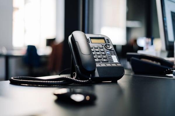 デスクのうえにあるPBX電話機