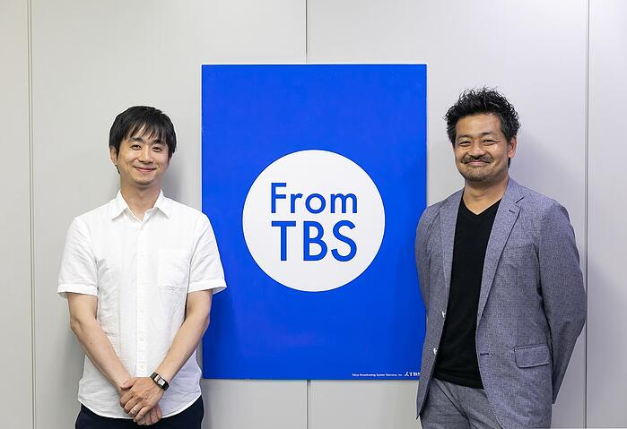 FromTBSのポスターの前で梅田様と川鍋様が並んでいる写真
